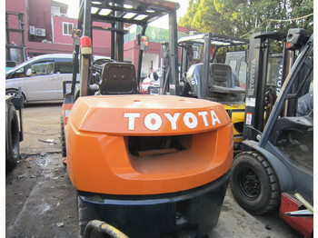 TOYOTA FD30 - 4-wheel front forklift